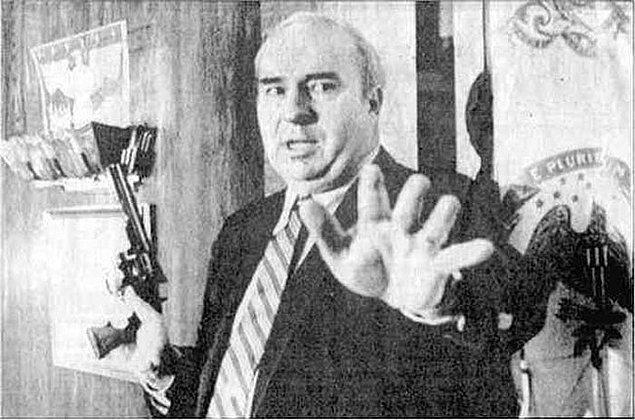 16. Pensilvanya eyalatinde bir politikacı olan  Budd Dwyer'ın televizyon karşısında kendisi öldürmeden hemen önceki anı.