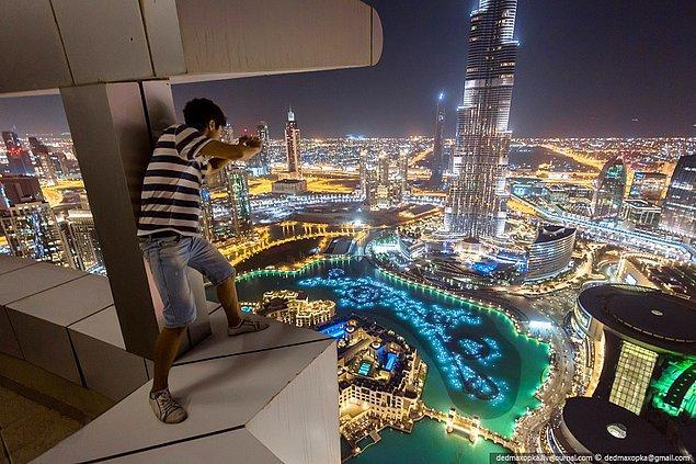 20. Dubai'deki en yüksek gökdelenlerinden birinde, balkondan eğilmeniz bile gerekebilir.
