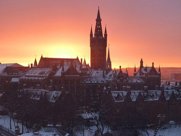 1. Glasgow Üniversitesi - İskoçya