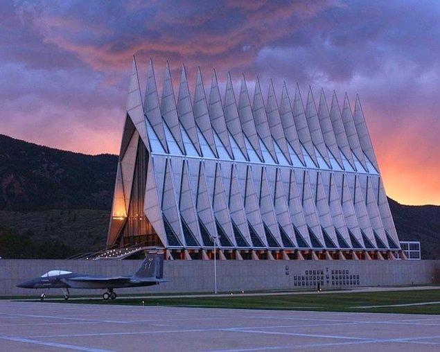 10. Amerika Birleşik Devletleri Hava Kuvvetleri Akademisi