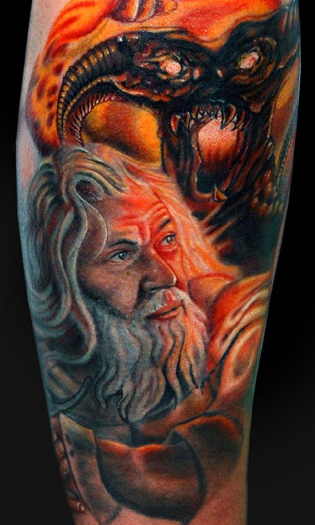 31. Hac yolundaki Gandalf dede, münafık Balrog'u ait olduğu cehenneme gönderirken.