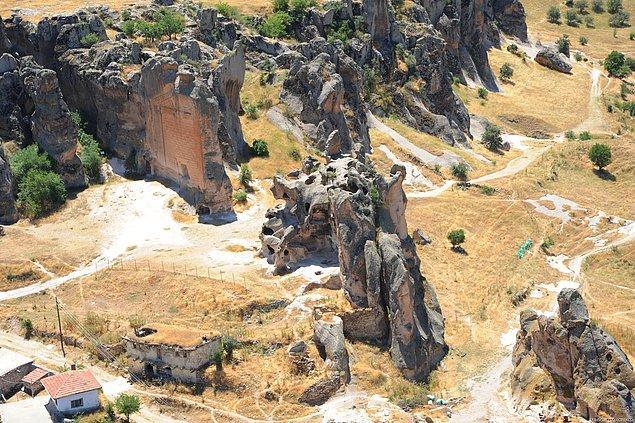 5- Kütahya-Eskişehir-Afyon'u kapsayan Dağlık Frigya Bölgesi