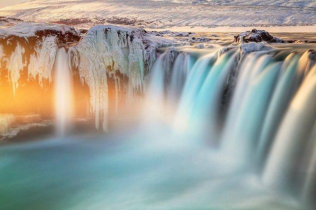 8. Son Işıklar (Godafoss İzlanda)