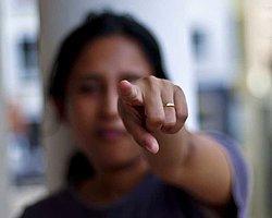 İşaret ettiğiniz hiçbir şeyi parmağınızla göstermeyin.