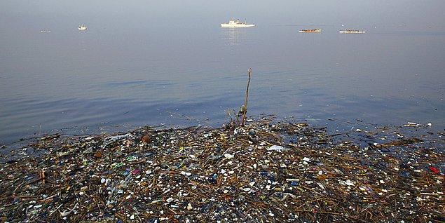 1. Denizlere her yıl atılan çöp miktarı 6 milyon kilogramdan fazla ve bunların çoğu deniz hayatı için zehirli etkiye sahip.