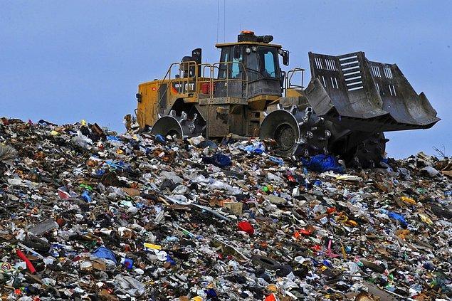 3. Toprağın kirlenmesine en büyük pay sahibi çöp döküm alanlarıdır ve maalesef bu alanlara dökülen çöplerin %80'i geri dönüştürülebilirdir.