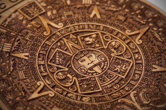 14. Bilinenin aksine Mayalarda sadece tek bir takvim yoktu ve bunlardan hiçbiri dünyanın sonu olarak 2012 yılını öngörmedi.