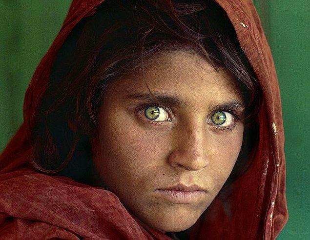 2. Onların en dikkat çekici yerleri büyük ve anlamlı gözleridir.