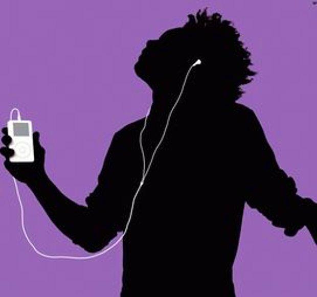 Müzik dinleyebileceğim bir şey