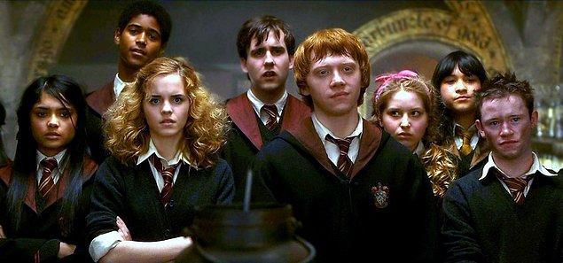 9. Harry Potter - Hogwarts Cadılık ve Büyücülük Okulu