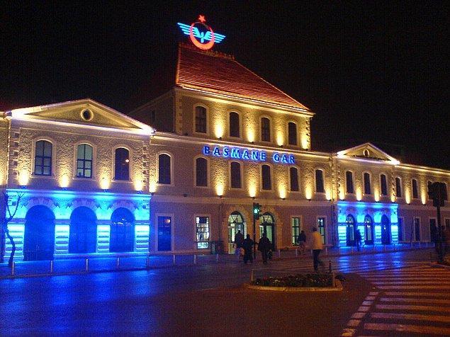 4. Ve kentin merkezinde bulunan tarihi bir tren istasyonu.