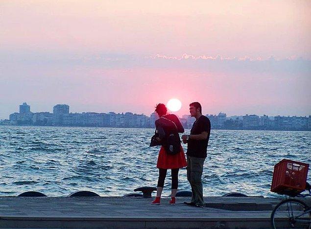 23. Deniz kokusunun, sevgilinin kokusuyla birleştiği; aşkın farklı bir anlam kazandığı şehir.