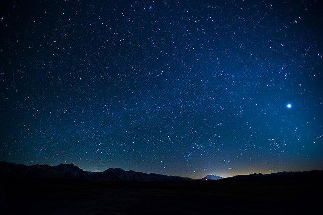 """7. """"Geceyi seviyorum. Karanlık olmasaydı, yıldızları asla göremezdim."""""""