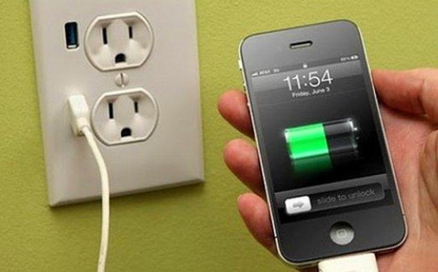 19. Evden Acil Çıkman Gerekirken Hiç Şarjı Kalmayan Telefonunun Şarj Olması İçin Gereken Süre