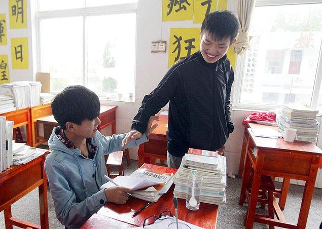 Zhang Chi ve Xie Xu aynı zamanda çok başarılı öğrenciler.
