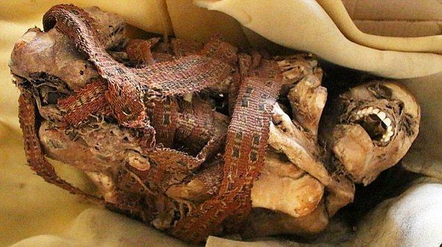 1. Peru'da Çöpte 900 Yıllık Mumya Bulundu