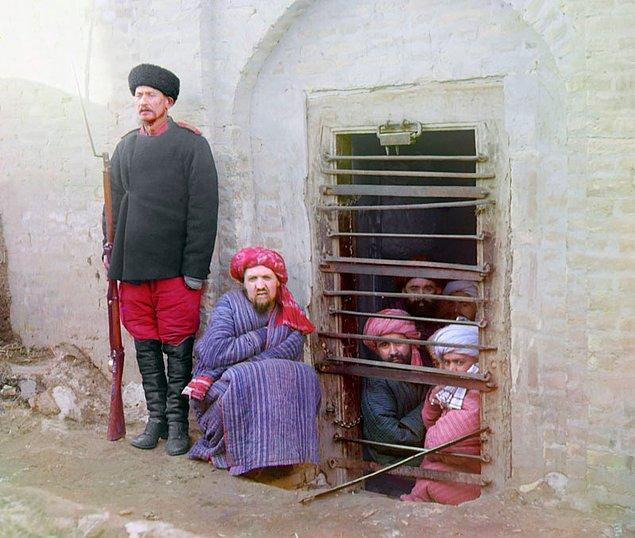 8. Buhara'da bir zindan (1905-1915)