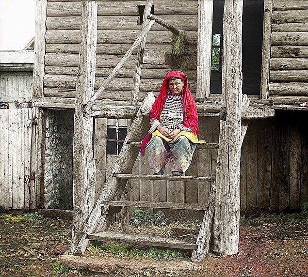 16. Geleneksel kıyafetleriyle bir 'Başkurt' kadın (1910)