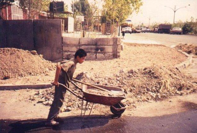 3. En az 893 bin çocuk çalışıyor. 292 bin çocuk yasa dışı çalıştırılıyor.