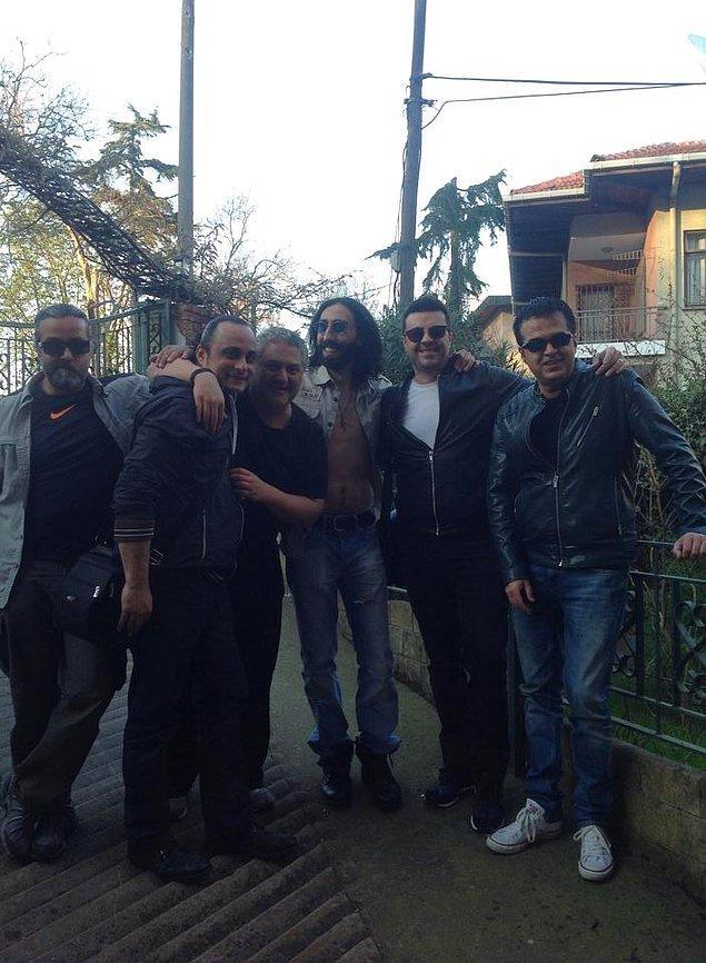 Albümün çıkış parçası olan 'İsmail 2'nin klibine Burak Kut, Ferda Anıl Yarkın ve Hakan Altun eşlik etti.