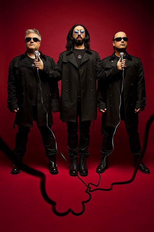 Emrah Anul, Tolga Sünter ve Selçuk Aksoy'dan oluşan Grup Vitamin'in yeni albümünde 14 şarkı yer alıyor.