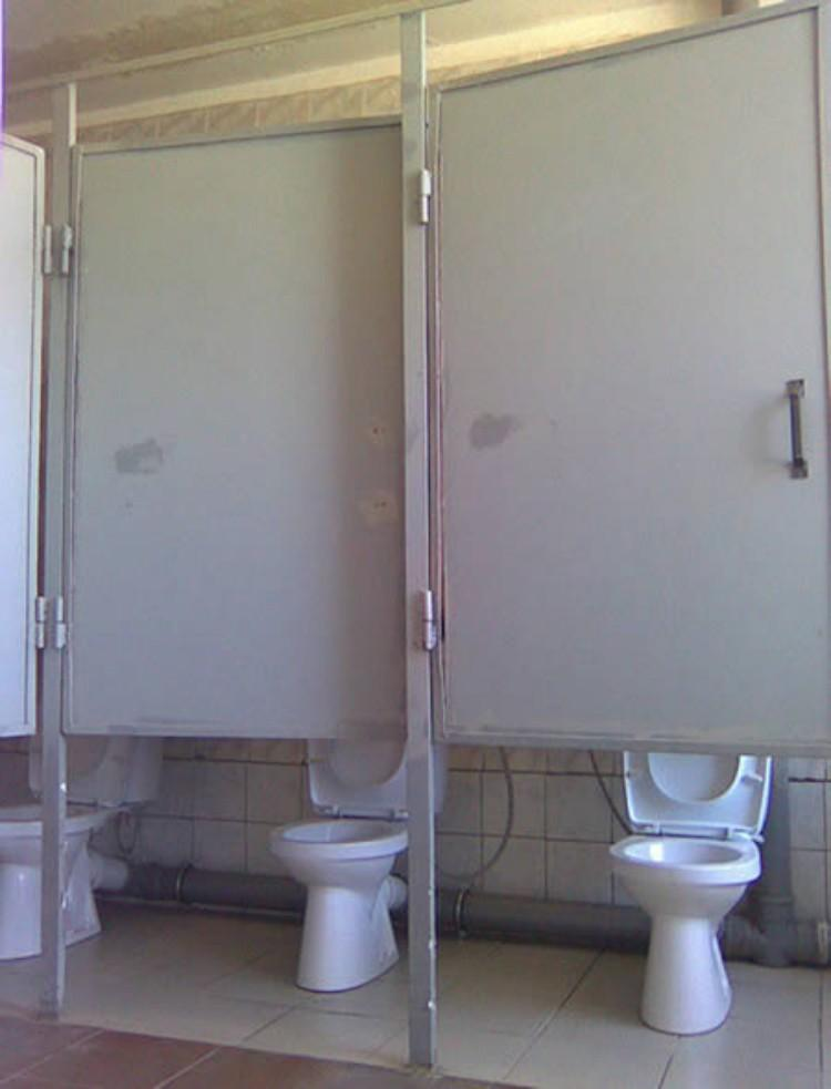 Приколы в туалете над бабами 3 фотография