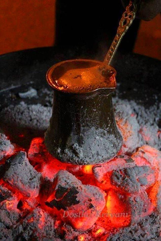 4. Kahve tutkunları tarafından kaynatılarak içilen tek kahve olarak kabul edilir.