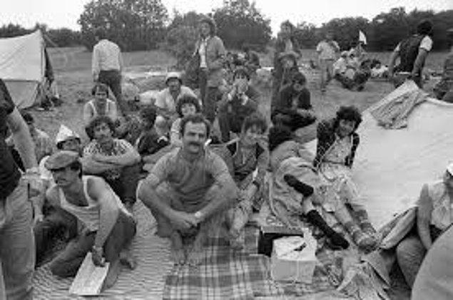 11-1987 yılında Kırım Tatarları, vatana dönüşlerinin engellenmesine karşı Kızılmeydan'da yaptıkları gösterilerle dünya gündemine oturdu. 1989'dan itibaren bürokratik engellere, polis baskısına ve ağır maddi koşullara rağmen sürgün yerlerinden Kırım'a topluca dönüşler başlattılar. Bu süreç sonunda 250 binin üzerinde Kırım Tatarı vatanına dönebildi.