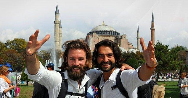 4. Jules Verne'in '80 Günde Devr-i Alem' kitabından esinlenerek beş kuruşsuz dünya turuna çıkan ikili, İstanbul'da soyuldu.