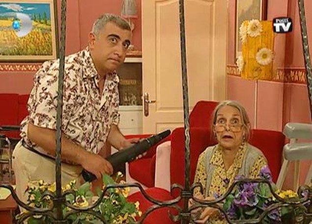 19. Sihirli Annem - Avni - Bütün gün elinde teleskopla peri göreceğim ayağına komşuyu dikizleyen Avni, sizce kime oy vermiştir?