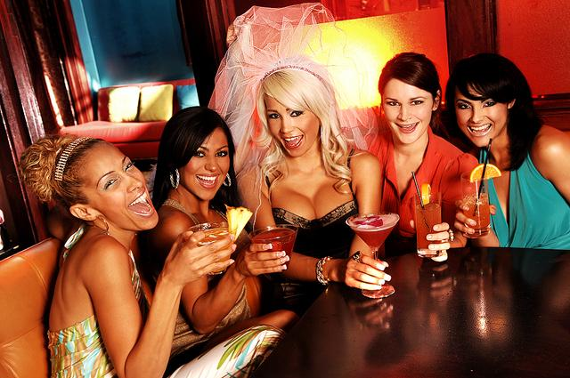 Drunk females end up having an orgy right in the night club  631318