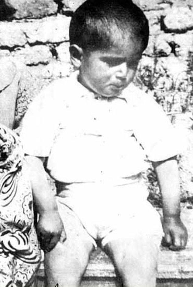 Süleyman Demirel 1 Kasım 1924'te Isparta'nın Atabey ilçesine bağlı İslamköy'de doğdu.