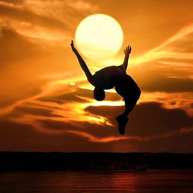 12. Eliyle güneş tutan çok var da bu marjinal olmuş 😄