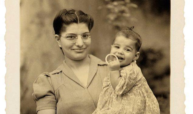 1. 5 Eylül 1946 tarihinde, Tanzanya'nın Zanzibar adasında ailenin en büyük çocuğu olarak Farrokh Bulsara adıyla dünyaya geldi.