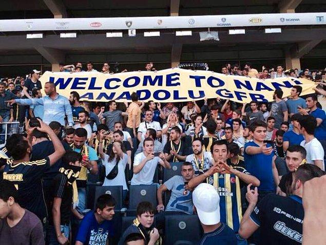 """Nani'nin imza töreninde Anadolu GFB'den skandal pankart """"Nani'ye hoşgeldiniz"""""""