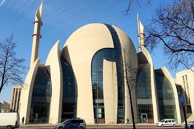 54. Köln Merkez Camii, Köln, Almanya.