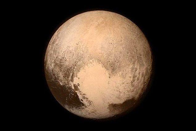3. Plüton gezegenler arasından çıkarıldı.