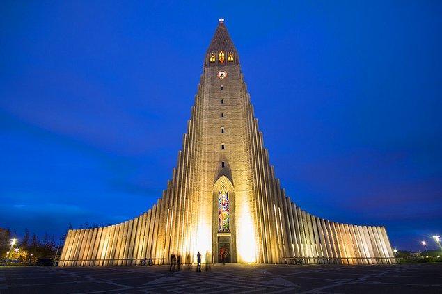 1. Hallgrímur Kilisesi; Reykjavik, İzlanda
