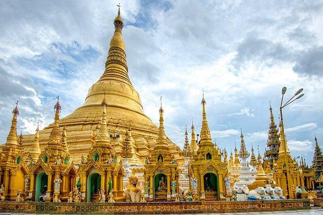 15. Shwedagon Pagodası; Yangon, Myanmar