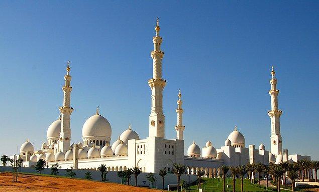 20. Şeyh Zayed Camii; Abu Dabi, Birleşik Arap Emirlikleri