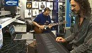 Gitarla Atılan Her Soloyu Klavyeyle Birebir Çalan Adam
