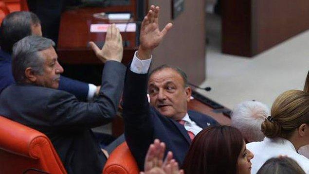 Vural elini kaldırdı, MHP'liler 'hayır' dedi