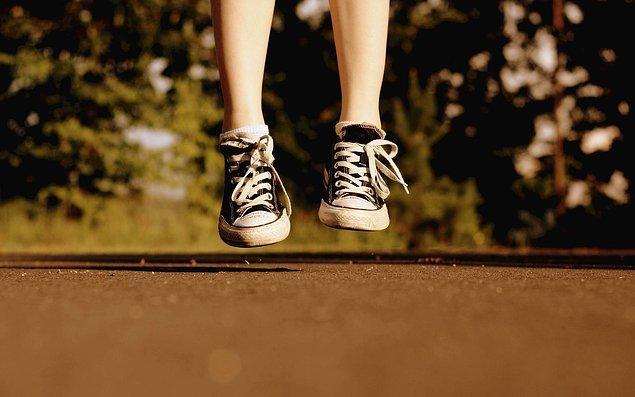 10. Renk renk spor ayakkabılarıyla okula gelmek.