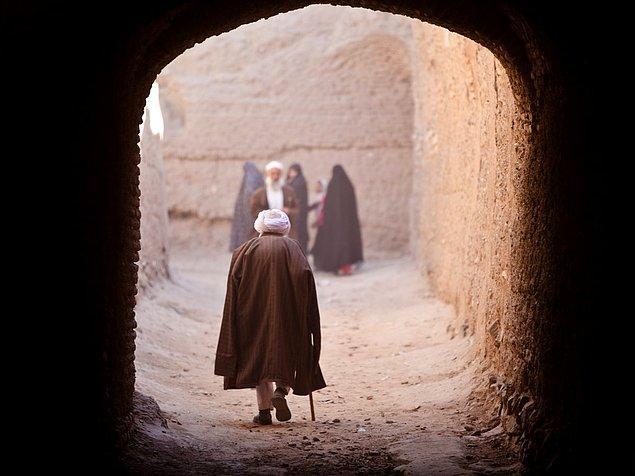 Afganistan'ın Herat şehrinde yaşlı bir adam.