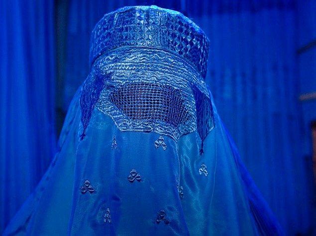 Gunnar'ın birlikle seyahat ettiği bir arkadaşı onun burka denediği anı ölümsüzleştirmiş. Sonrasında bu fotoğraf bir Fransız gazetesinin ilk sayfasında yer almış; fakat Afgan kadınından söz edilirken.