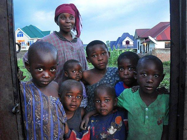 Gunnar Kongo'da iken, bir anne ve 7 çocuğunu aynı karede yakalamış.