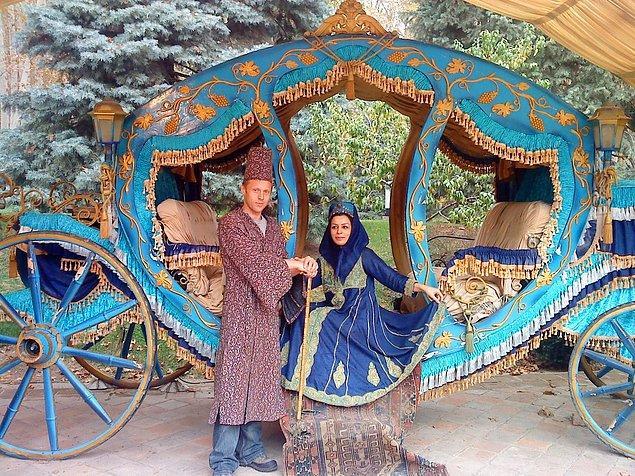 İran'da tanıştığı kız Neda onunla evlenmek istemiş, Gunnar bu teklifi reddetse de onu kırmayıp fotoğraf çekimini kabul etmiş.