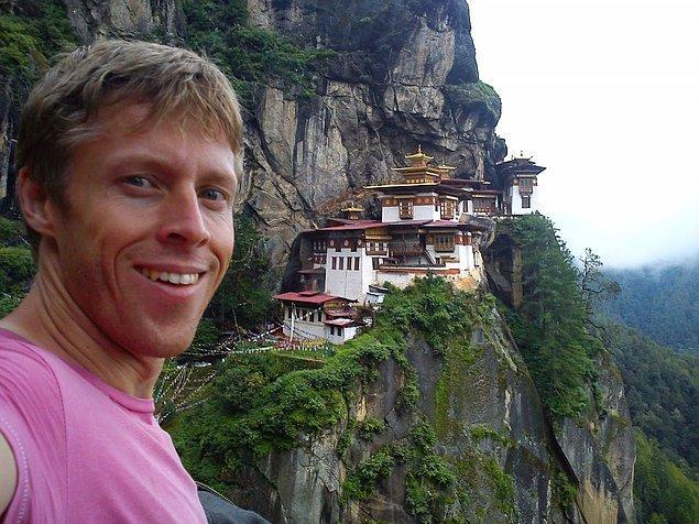 Himalayalar'da Paro Taktsang adlı manastır ile özçekim keyfi.