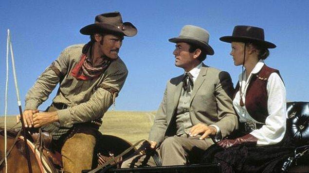 4. Kahvaltıdan sonra kumanda babaya geçer ve TRT açılır, kovboy filmi izleme klasiği gerçekleştirilir.