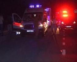 Kaza alanından detaylar- Kaza yapan araçlar- Yaralıların sedyeyle ambulansa taşınması- Yaralıların hastaneye getirilişi Bilecik'te minibüsle kamyon çarpıştı: 6 yaralı Bilecik'te minibüsle kamyonun çarpışması sonucu 6 kişi yaralandı.